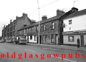 Image of Shettleston Road with Deans bar and Town Tavern 1960s