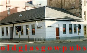 Image of Monty's Bar Argyle Street corner of Radnor Street 1991